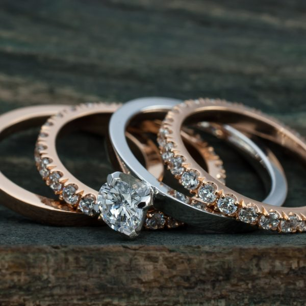 Stacking rings made in gold with brilliant diamonds
