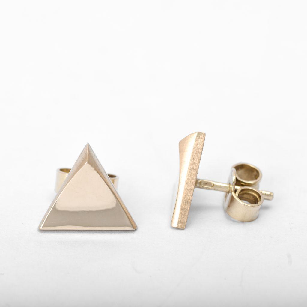 Trojuholnikove nausnice zo zlteho zlata. trigon
